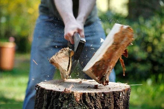 Hug til! NY udendørs kreativ workshop med økse, kniv og naturmaterialer.