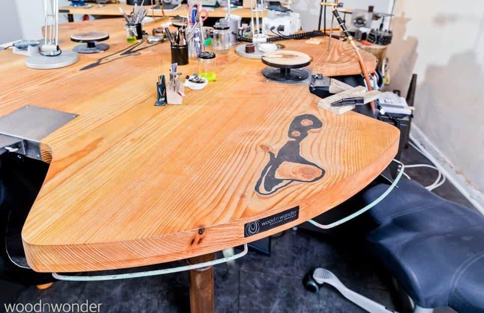 Abejdsbord til guldsmed - set fra siden
