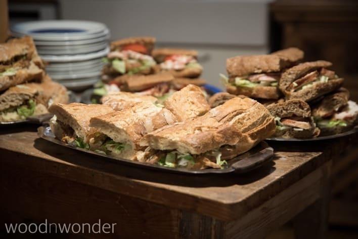 Lækre, hjemmelavede, økologiske sandwich.
